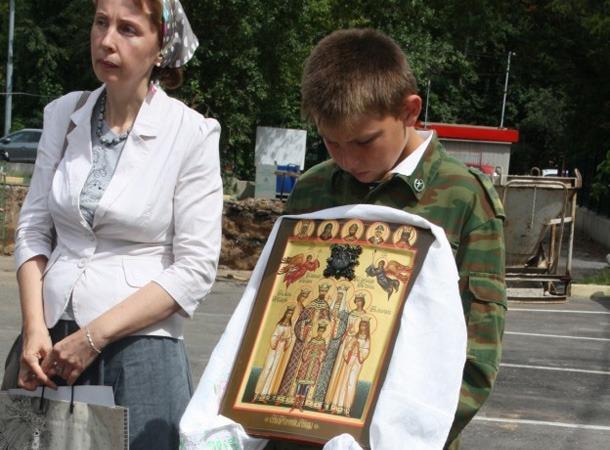 Молебен с акафистом св. Царственным Страстотерпцам 17 июля 2012