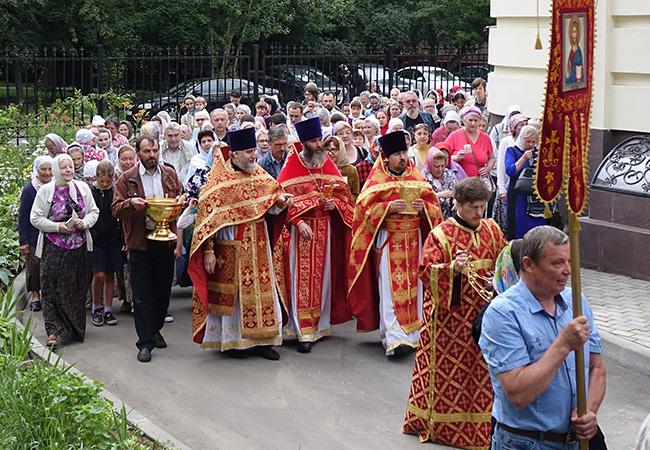 Престольный праздник в Храме Святых Царственных Страстотерпцев